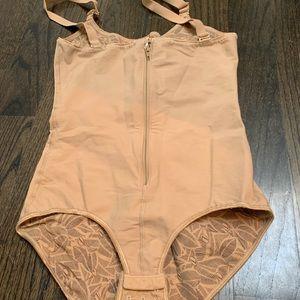 NWOT - Leonisa Nude Corset Shapewear - XL